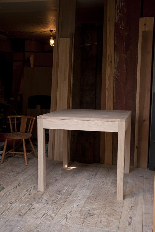 オーク材の作業テーブル